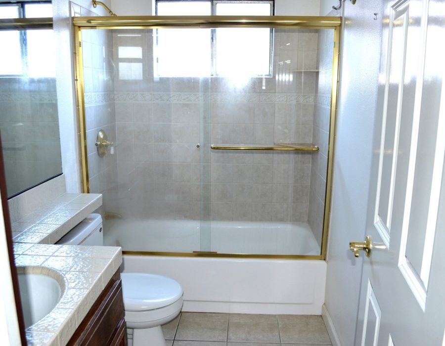 2133 Deerwood Drive 20 hallway bath shower over over tub
