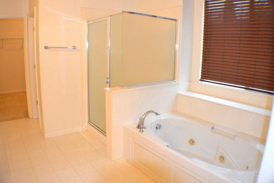 2422 Digerud Drive master bath shower and tub