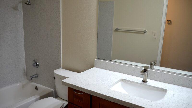 1260 Kenwal Road 04 bath in hallway