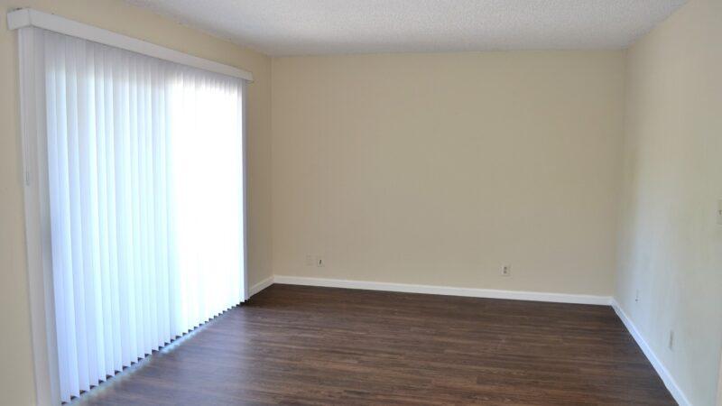 1260 Kenwal Road 04 living room
