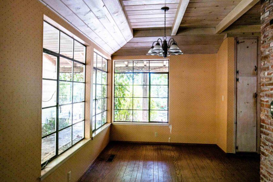 15 1050 Pine Lane kitchen dining area