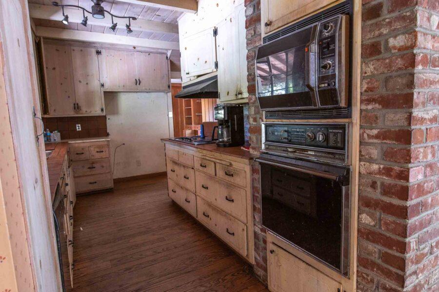17 1050 Pine Lane kitchen 2