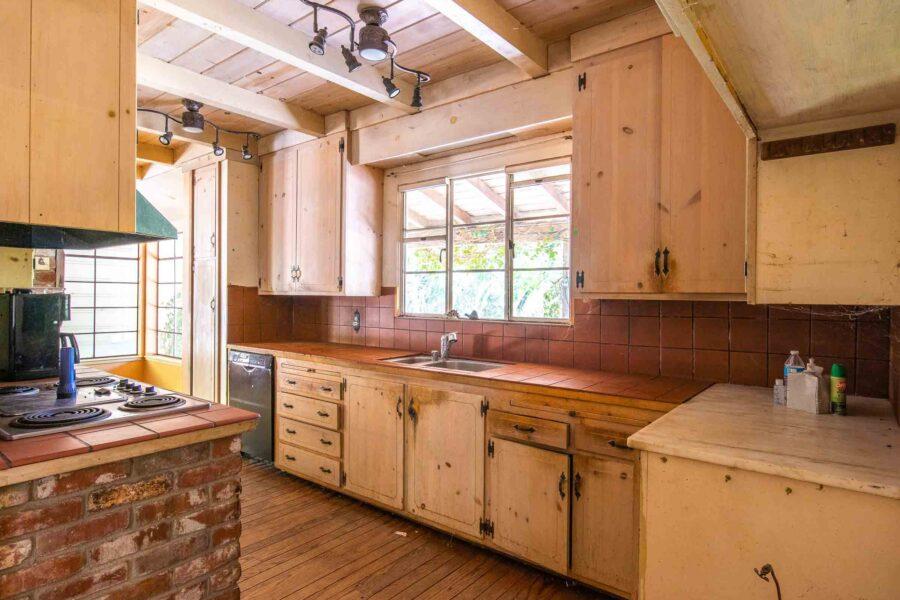 19 1050 Pine Lane kitchen 4
