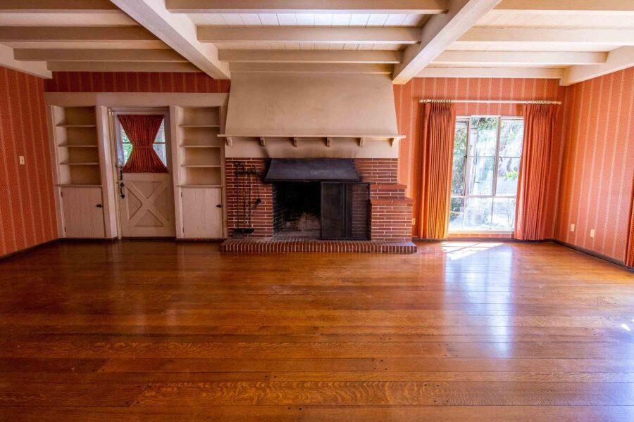 24 1050 Pine Lane living room 2