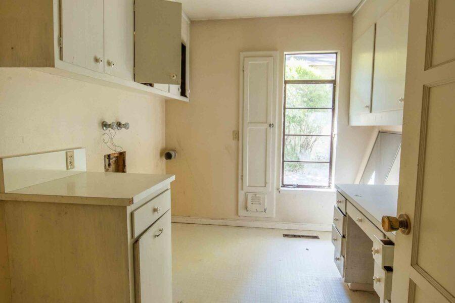 26 1050 Pine Lane laundry room