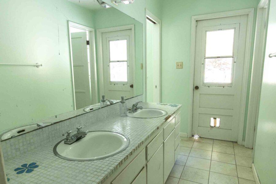 37 1050 Pine Lane bathroom 1 1